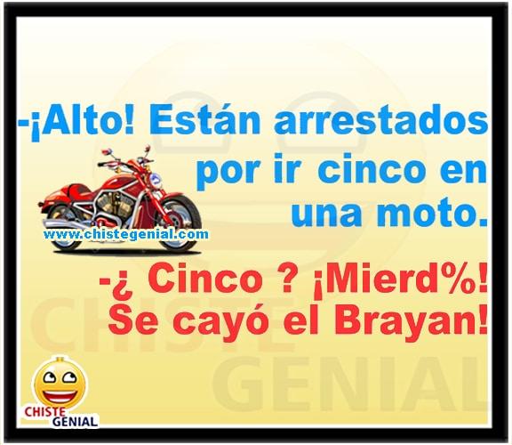 Chistes cortos - Alto, están arrestado por ir cinco en una moto