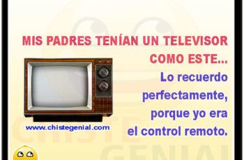 MIS PADRES TENÍAN UN TELEVISOR COMO ESTE... Lo recuerdo perfectamente, porque yo era el control remoto.